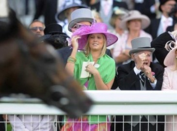 Day at the Races Gift Experience Voucher - Ayr, Folkestone, Windsor, ...